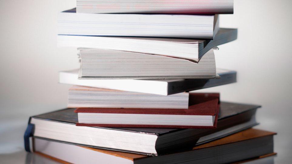 Συνελήφθησαν ιδιοκτήτριες βιβλιοπωλείου για παράνομη αναπαραγωγή και πώληση συγγραμμάτων