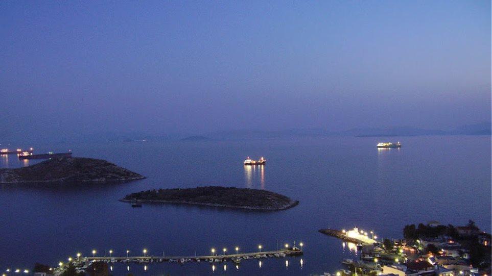 Καταγγελίες για ρύπανση στο λιμάνι της Νέας Περάμου