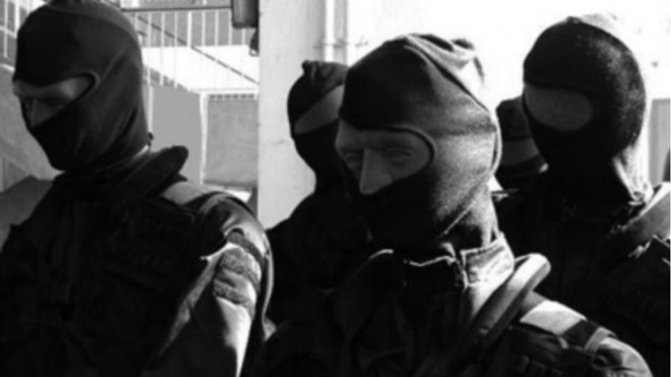 Επίθεση από κουκουλοφόρους σε δημοσιογράφο στο Καραϊσκάκη!