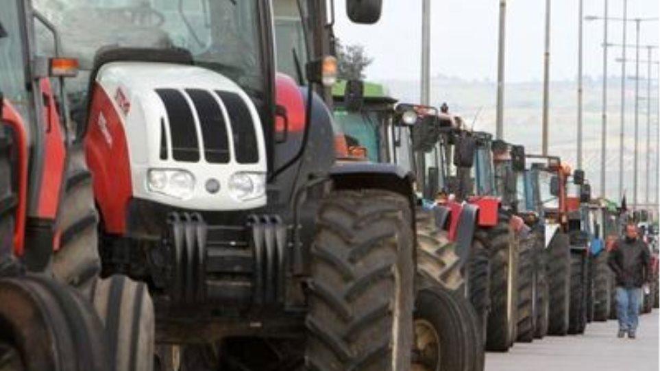 Ένταση μεταξύ αγροτών και αστυνομικών στη Νίκαια