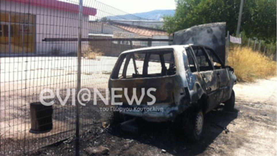 Παραλίγο τραγωδία στη Χαλκίδα: Ο οδηγός βγήκε μέσα από τις φλόγες!