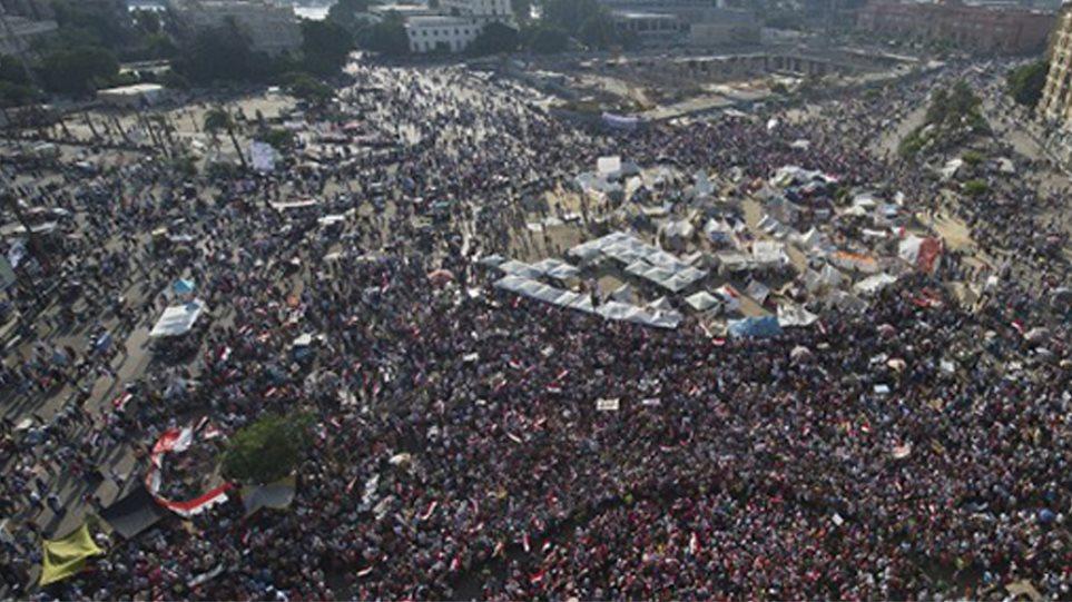 Προειδοποίηση στρατού σε Μόρσι: Θα θυσιάσουμε ακόμη και το αίμα μας