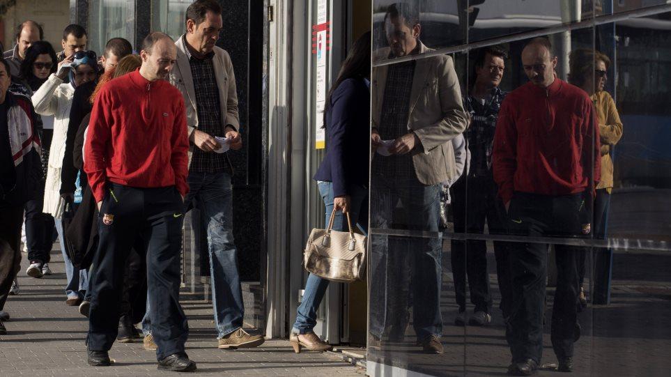 Μειώθηκε ο αριθμός των ανέργων τον Ιούνιο στην Ισπανία