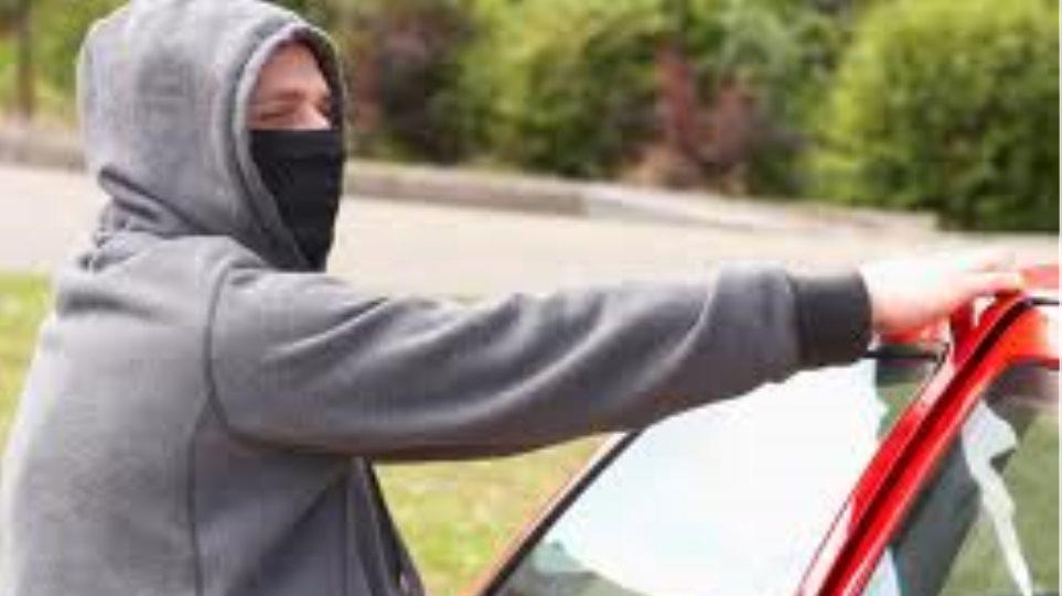 Νεαροί στο Ηράκλειο έκλεβαν οχήματα και καύσιμα