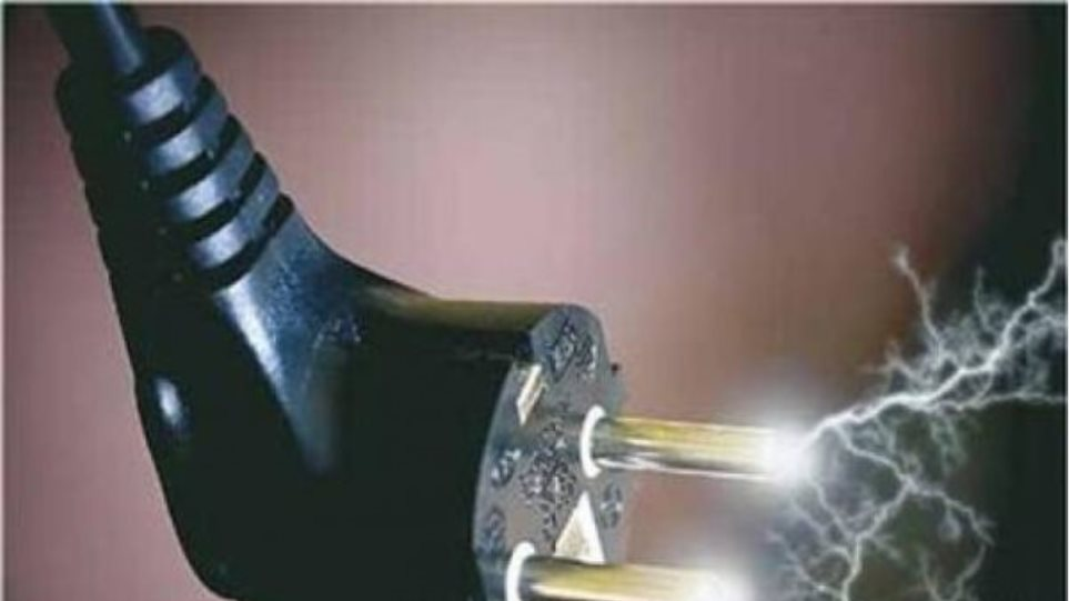 Τραγωδία στη Θήβα: Νεκρός 17χρονος σε αναψυκτήριο από ηλεκτροπληξία