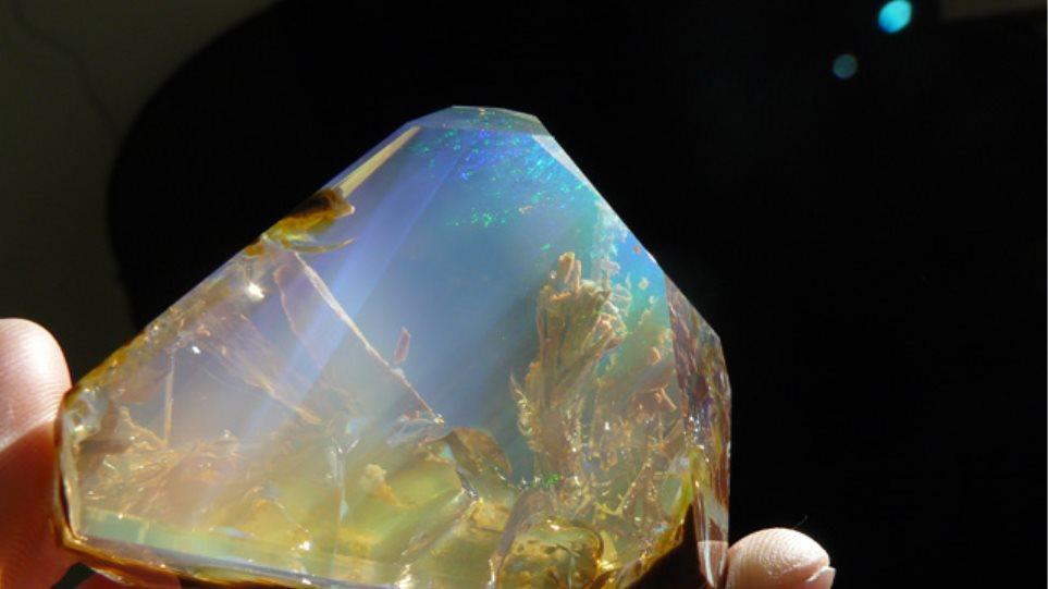 Δείτε φυσικό κρύσταλλο που μοιάζει με… ενυδρείο!