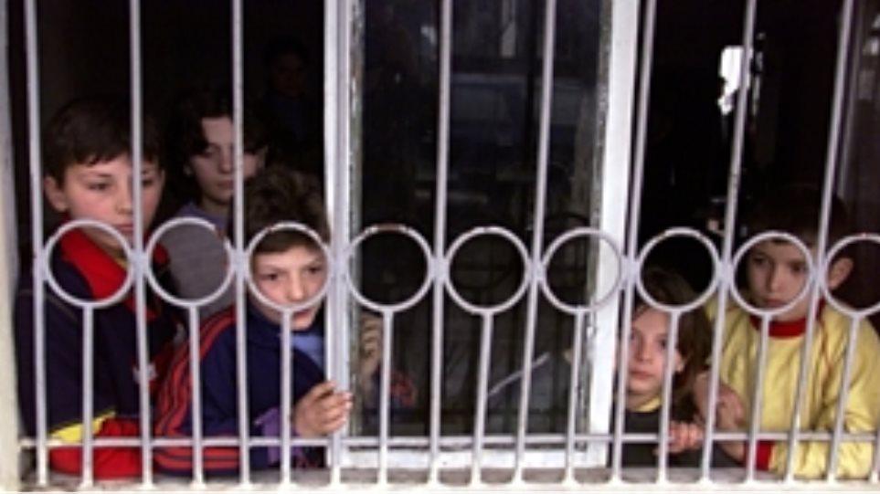 Οι βεντέτες στην Αλβανία κρατάνε μακριά από το σχολείο σχεδόν 600 παιδιά