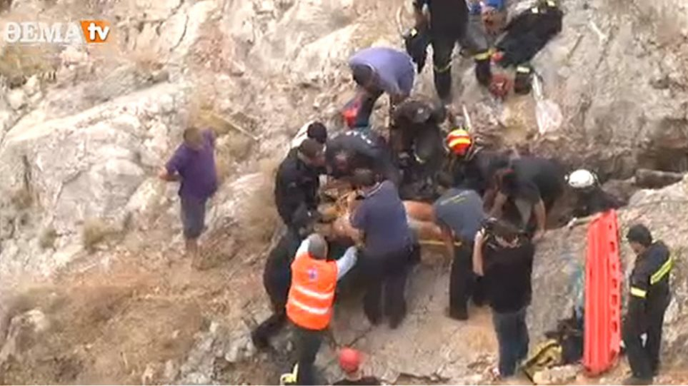 Δείτε πώς απεγκλωβίστηκε ο μαθητής που έπεσε σε σπηλιά στο Αττικό Άλσος