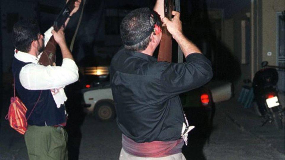 Κρήτη: Πλήρωσε με... χειροπέδες τις μπαλωθιές των καλεσμένων του