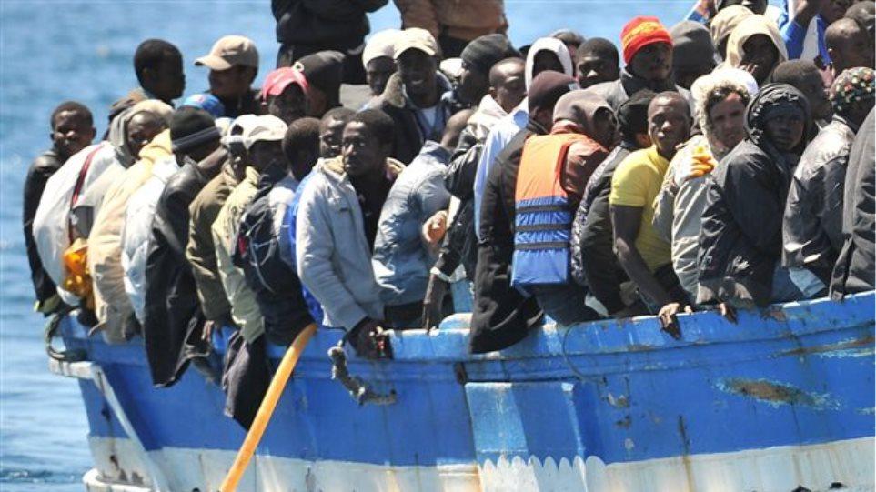Παραλίγο νέα Λαμπεντούζα: Το πολεμικό ναυτικό της Μάλτας διέσωσε 120 λαθρομετανάστες