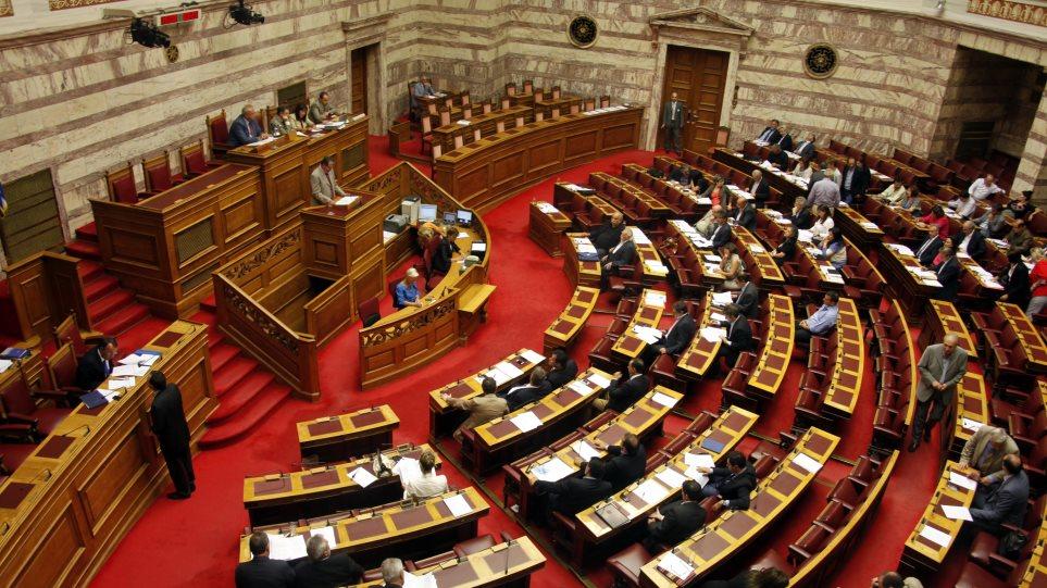 Επίδομα ανεργίας για τους εποχικούς εργαζόμενους ζητούν 34 βουλευτές
