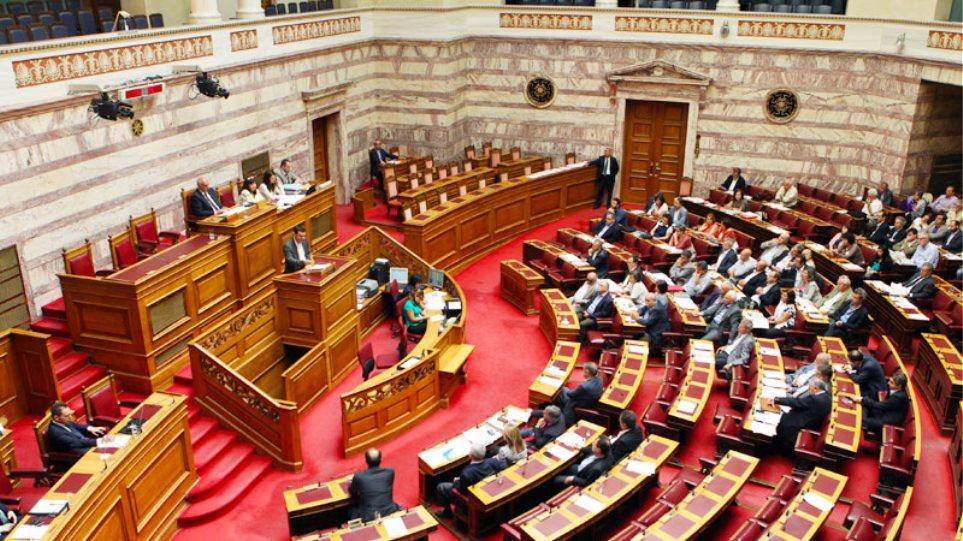 Σήμερα ψηφίζεται στη Βουλή η τροπολογία για την αργία των διοικητικών υπαλλήλων