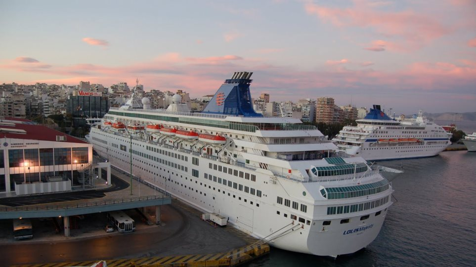 Πάνω από δύο εκατ. οι επιβάτες κρουαζιέρας φέτος στον Πειραιά