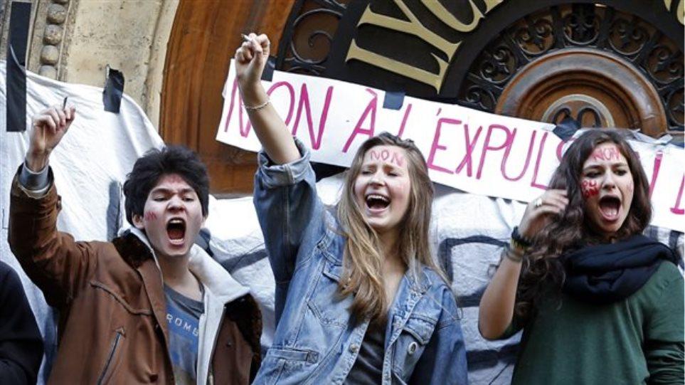 Γαλλία: Η απέλαση 15χρονης Ρομά ανοίγει το μεταναστευτικό ζήτημα