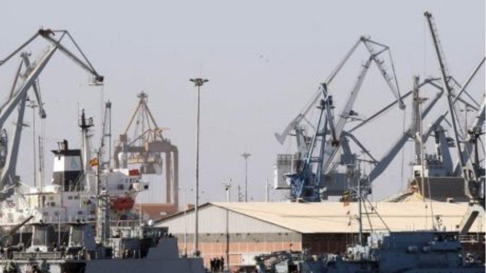 Οι ισχυροί άνεμοι εμποδίζουν την εκφόρτωση κοντέινερ στο λιμάνι της Θεσσαλονίκης