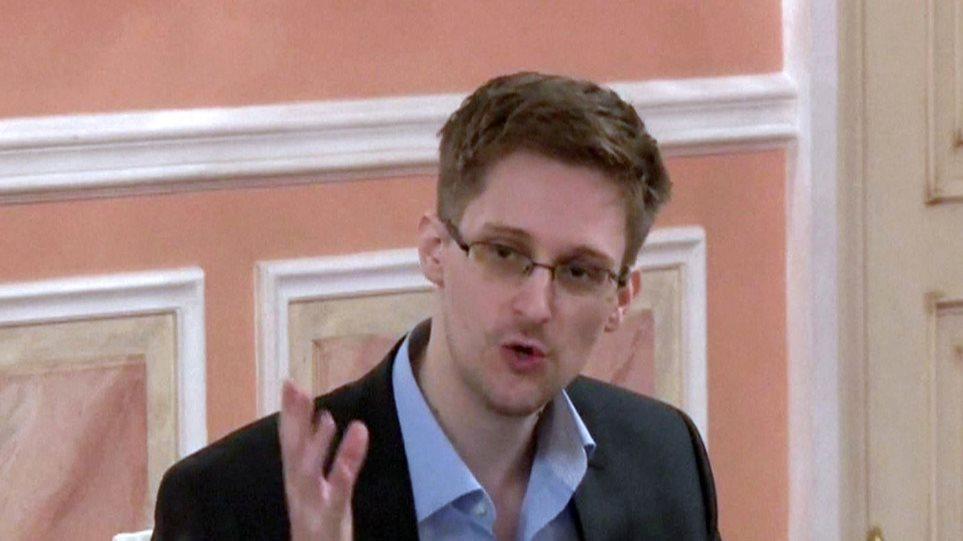Ο Σνόουντεν αρνείται ότι έχει μαζί του στη Ρωσία εμπιστευτικά έγγραφα