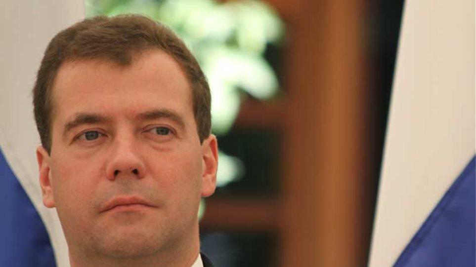 Επιβράδυνση της ρωσικής οικονομίας «βλέπει» ο Μεντβέντεφ