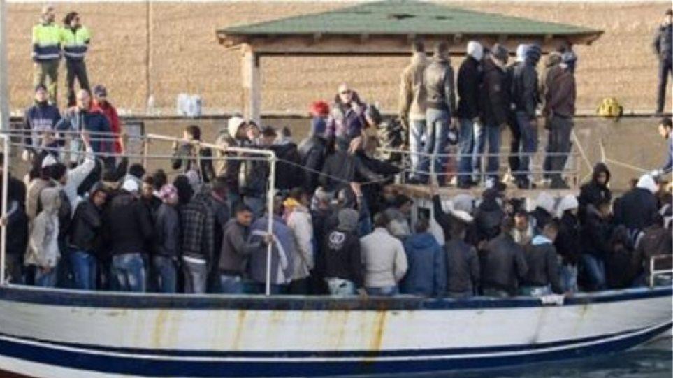 Μεσσηνία: Σκάφος με παράνομους μετανάστες εντοπίστηκε στο λιμάνι της Μεθώνης