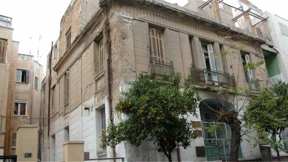 Επιστολή Μανιάτη στον Στουρνάρα για μείωση φορολογίας στα παραδοσιακά κτίρια