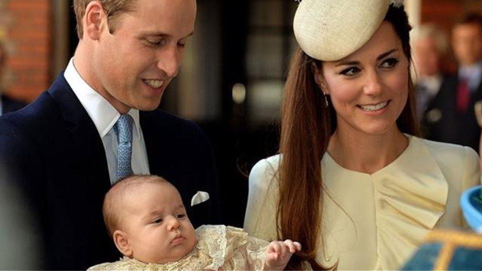 Οι πρώτες φωτογραφίες από τη βάπτιση του βασιλικού μωρού!