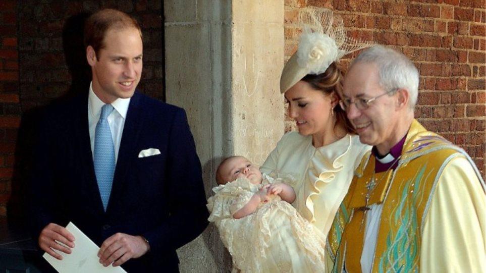 Βρετανία: Δείτε φωτογραφίες από τη λαμπερή βάφτιση του πρίγκιπα Τζορτζ