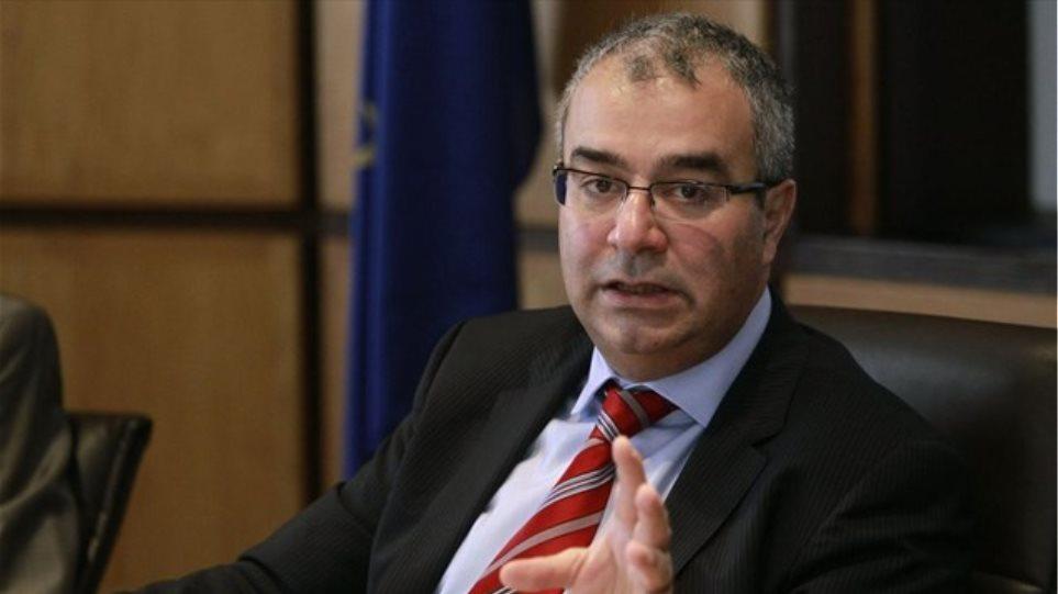 «Πόλεμος» με τον διοικητή της Κεντρικής Τράπεζας Κύπρου