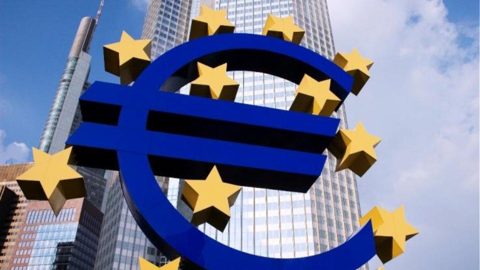 ΕΚΤ: Μειώθηκαν κατά ένα δισ. ευρώ οι καταθέσεις στην Ελλάδα