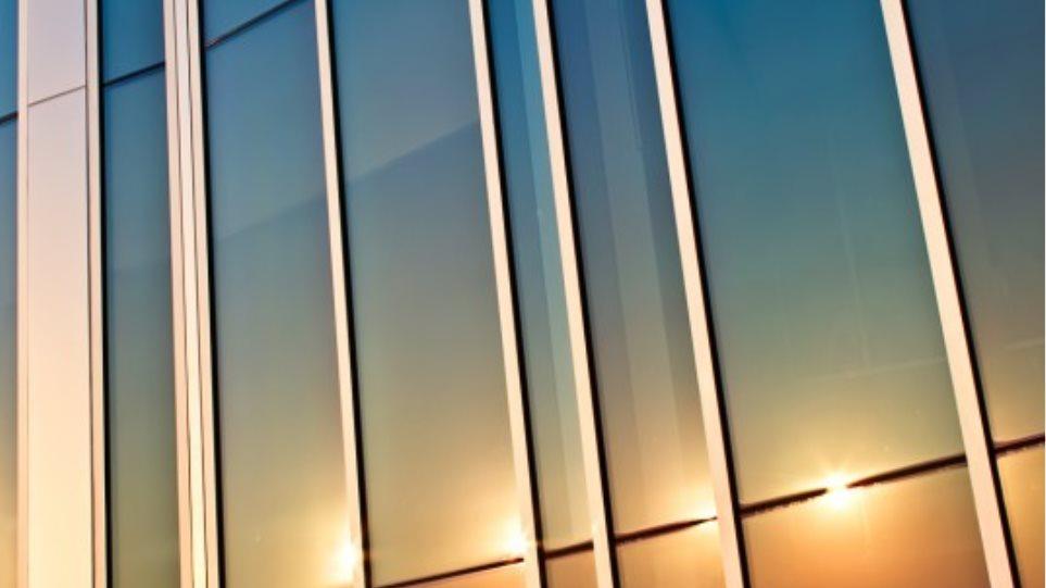 «Έξυπνο» παράθυρο εξοικονομεί και παράγει ηλεκτρική ενέργεια!