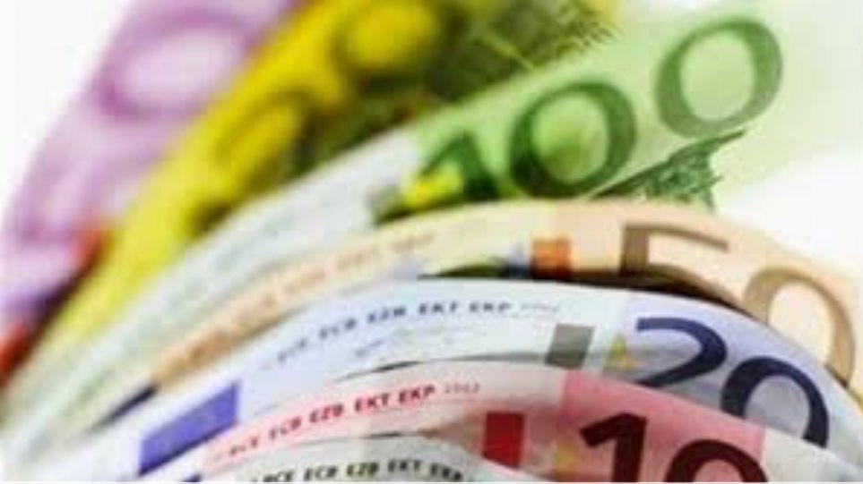 Κύπρος: Βρήκε στον δρομο 2.500 ευρώ και τα παρέδωσε στην αστυνομία