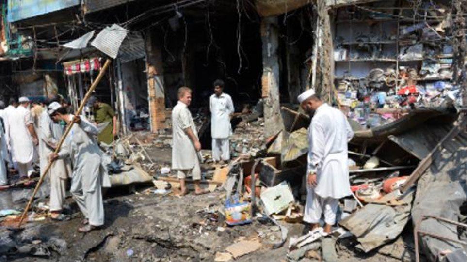 Δέκα νεκροί σε δύο βομβιστικές επιθέσεις στο Πακιστάν