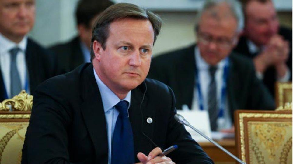 Βρετανία: Νέους κανόνες στον Τύπο βάζει ο Κάμερον
