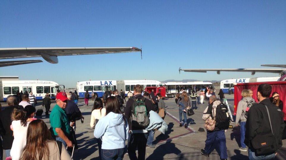 Ένας νεκρός και πολλοί τραυματίες από πυροβολισμούς στο αεροδρόμιο του Λος Άντζελες