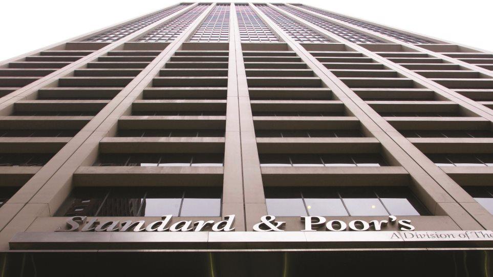Standard & Poor's: Υποβάθμισε σε «Β-» την Ουκρανία