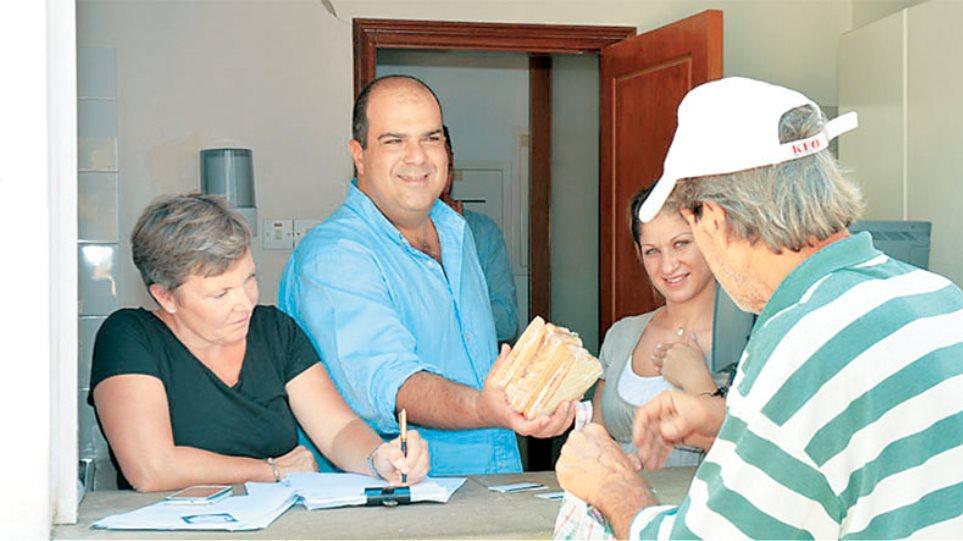 Ο easy Στέλιος φέρνει δωρεάν σάντουιτς για άπορους