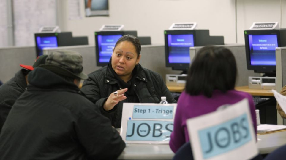 ΗΠΑ: Μικρή μείωση αιτήσεων για επίδομα ανεργίας