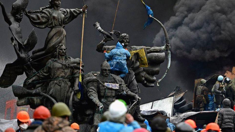 Πυρετώδεις διαβουλεύσεις για πολιτική λύση στην Ουκρανία