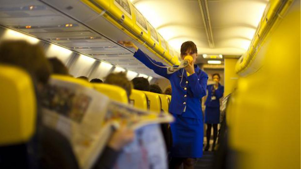 ΓΣΕΕ για Ryanair: «Νέα εργασιακά ήθη: Πληρώνεις για να πληρωθείς»