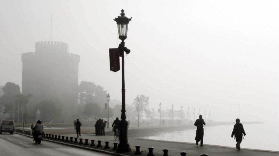 Σε πέπλο ομίχλης ξανά η Θεσσαλονίκη