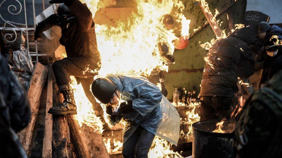 Ουκρανία: Τα 12 πιο δραματικά βίντεο που δείχνουν το μέγεθος του χάους στο Κίεβο