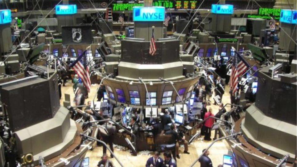 Με οριακές απώλειες έκλεισε η εβδομάδα στη Wall Street