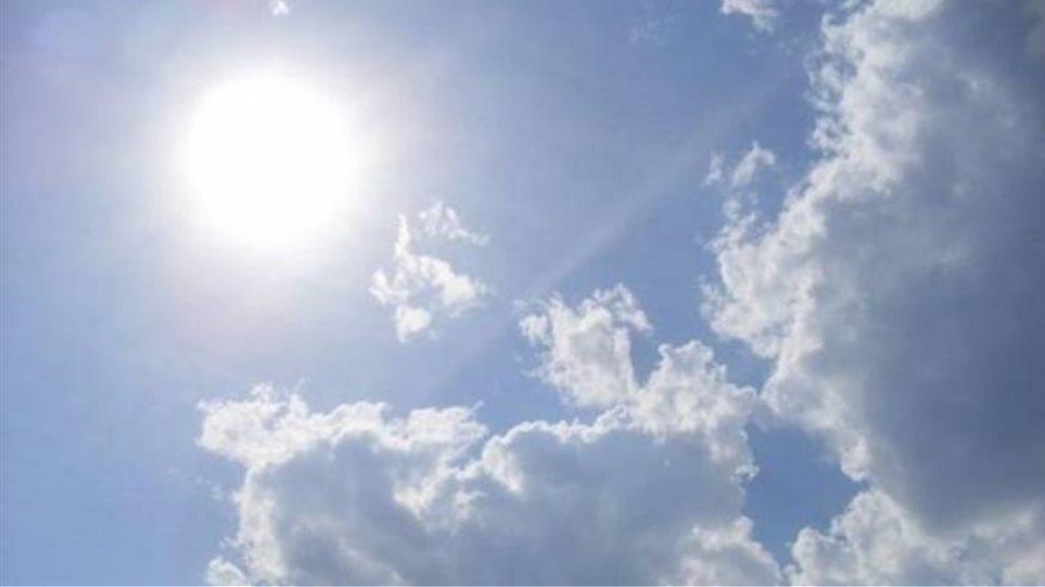 Συνεχίζεται το «μίνι καλοκαίρι» και το Σαββατοκύριακο