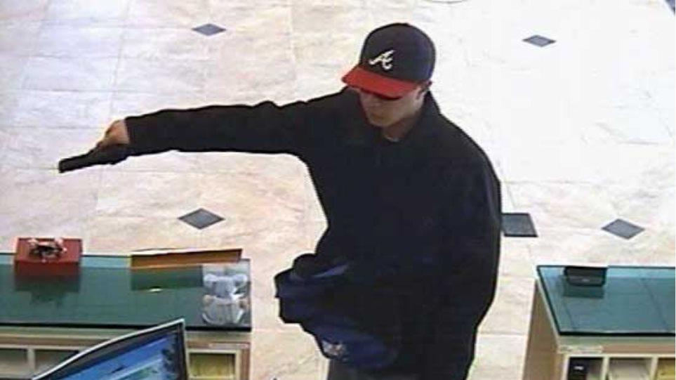 Συνελήφθη ο ληστής τραπεζών με το τζόκεϊ και τα μαύρα γυαλιά