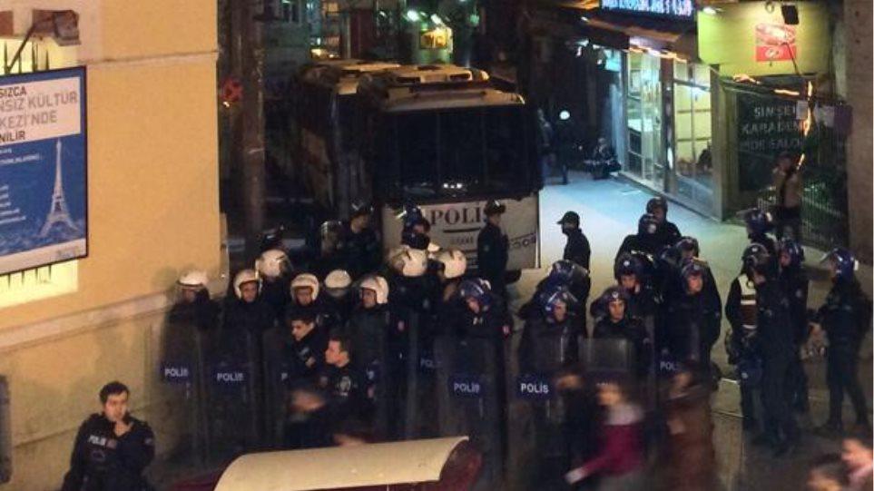 Κωνσταντινούπολη: Με δακρυγόνα απώθησε χιλιάδες διαδηλωτές η αστυνομία