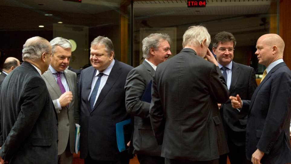 Τους ΥΠΕΞ της ΕΕ επικρίνει ο Ρώσος διπλωματικός απεσταλμένος Βλαντίμιρ Λουκίν