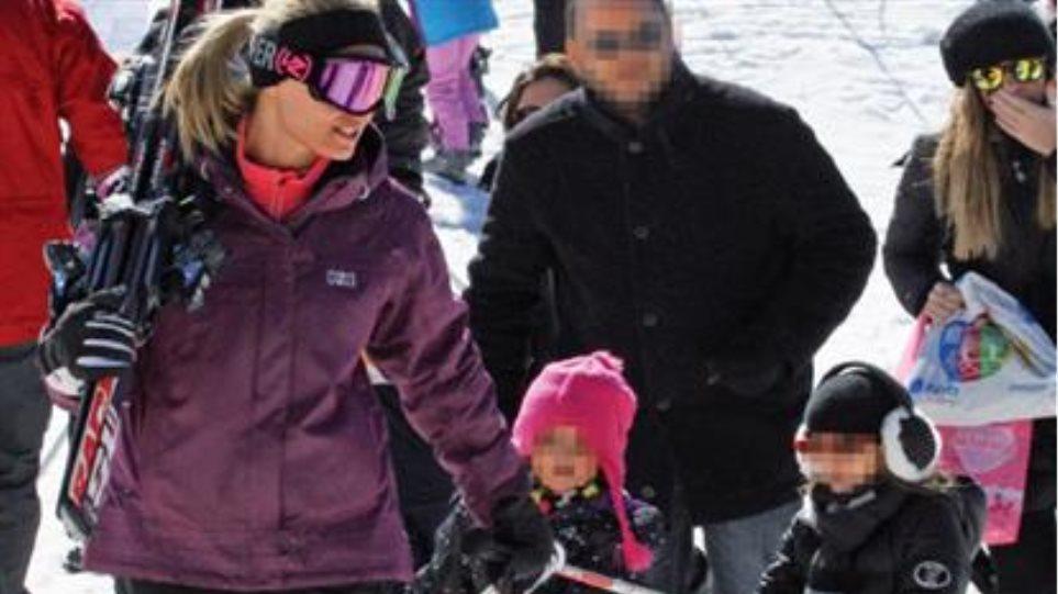 Ελεονώρα Μελέτη: Παίζει στα χιόνια με την ανιψιά της