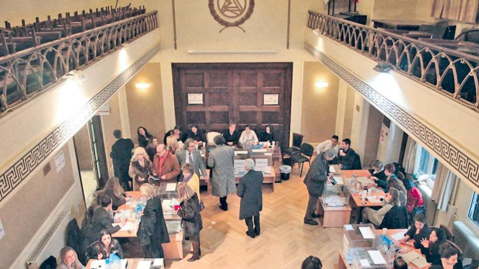 Συνεχίζεται η προσέλευση των Aθηναίων δικηγόρων στις κάλπες