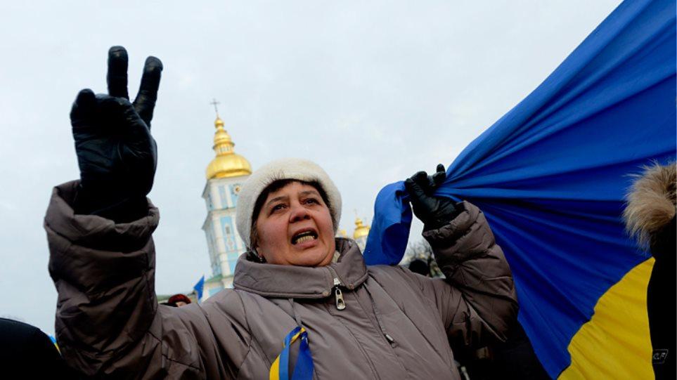 Ουκρανία: Διαδηλωτές καταγγέλλουν «τους φασίστες που έχουν καταλάβει το Κίεβο»