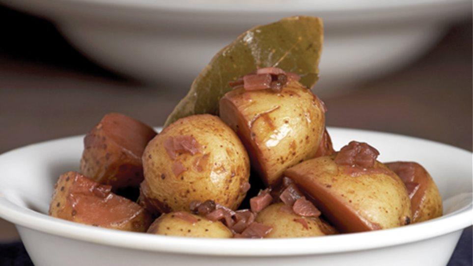 Πατάτες αντινακτές με βούτυρο και κρασί