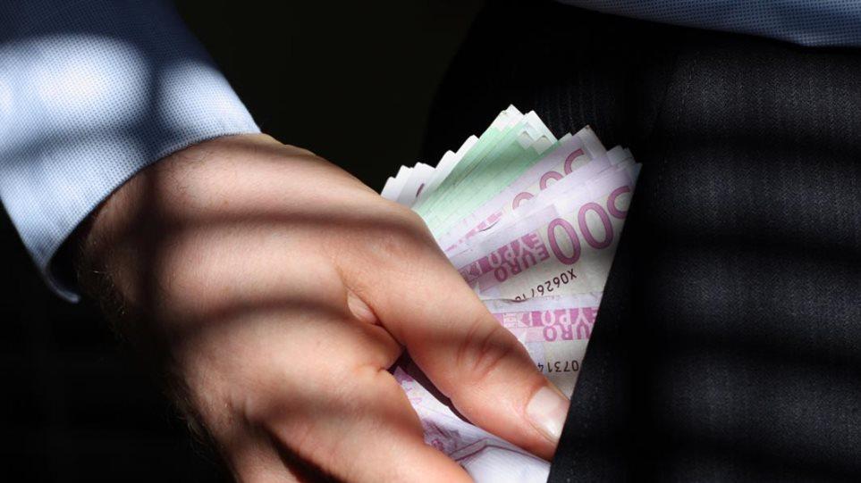 Οργιο σπατάλης σε δημοτικές επιχειρήσεις: Εκατομμύρια πήγαν σε κηδείες και... εσώρουχα
