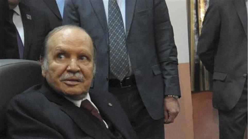 Αλγερία: Ο Αμπντελαζίζ Μπουτεφλίκα επανεξελέγη πρόεδρος με συντριπτική πλειοψηφία